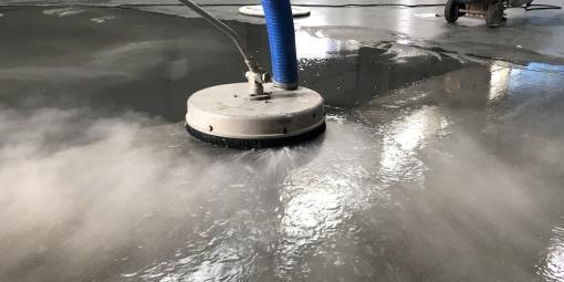 Odmašťování průmyslových podlah